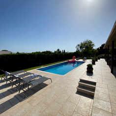 Pool with solarium area
