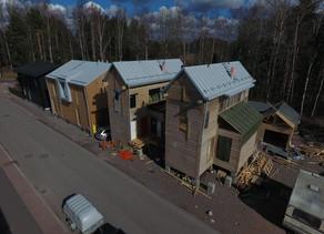 Janne rakensi Helsinkiin somaa minitaloa – Sääntö-Suomi iski väliin ja nyt tontille nouseekin yllätt