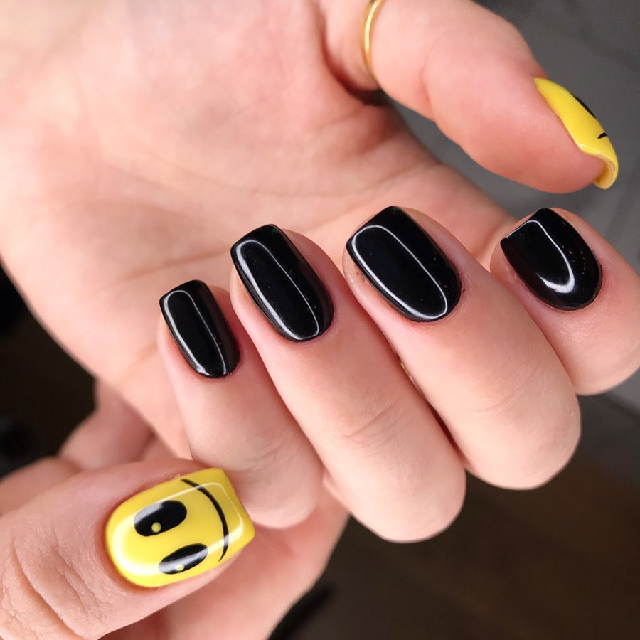 Smiley Nail Art by Le diX concept Paris