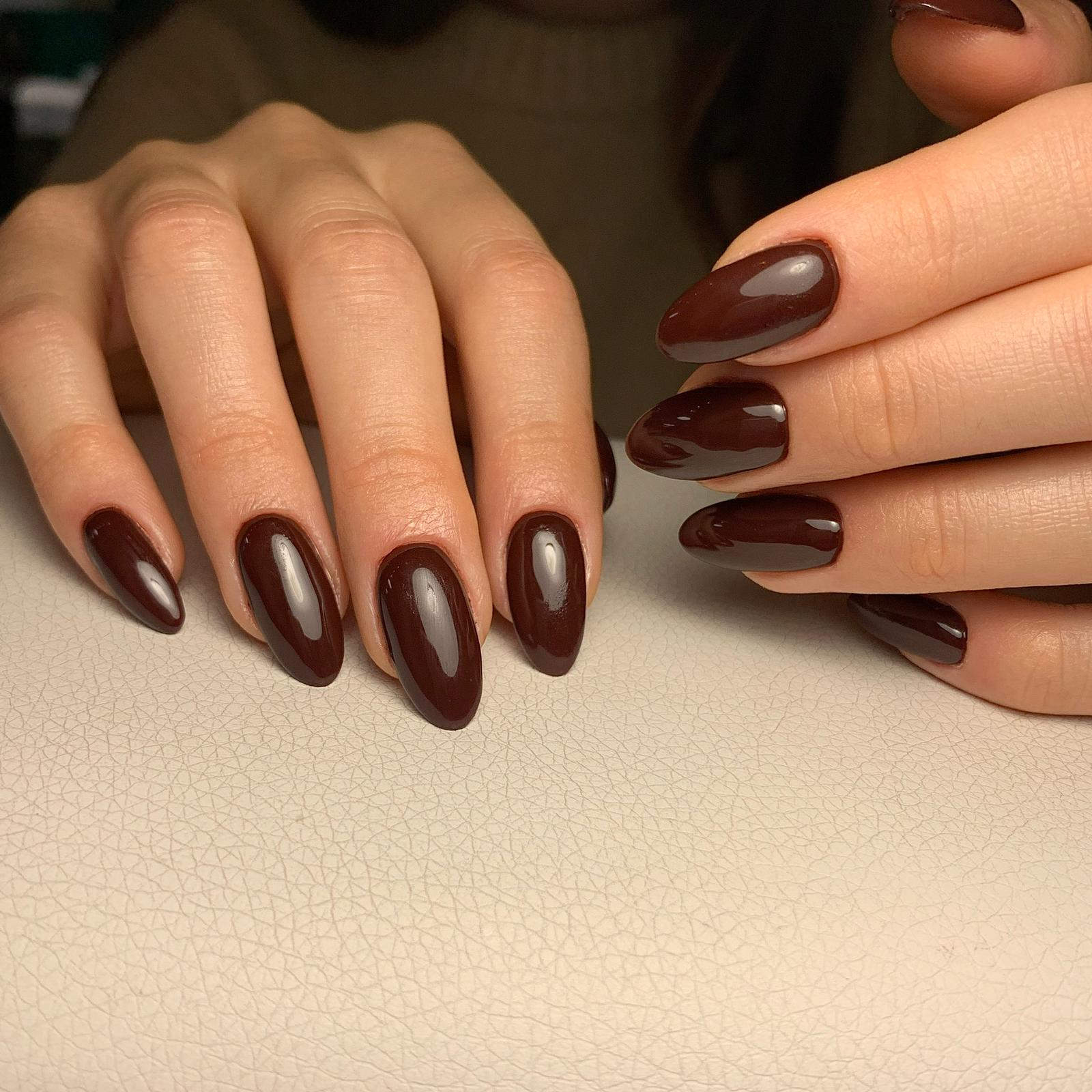 Manicure & Semi-permanent - Brown nails by Le diX Paris