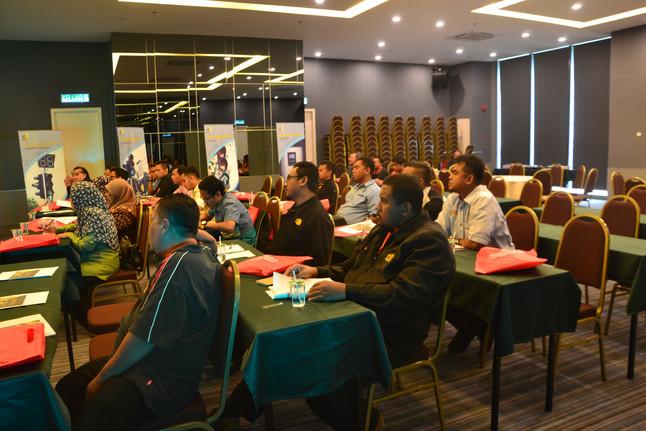 Lawatan Kerja Sambil Belajar Sistem Lampu Isyarat Dan Head Module Di Advance Dynamic System Sdn. Bhd
