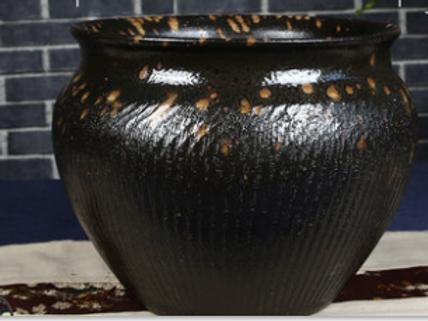 Groove plantation pot slight variation