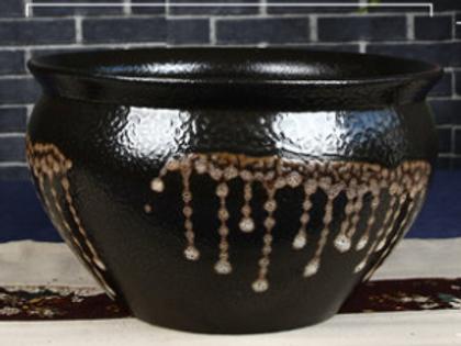 Drip pattern clay pot