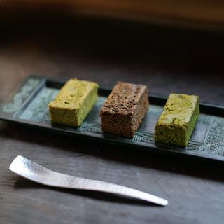 日本茶菓SNAOHA しっとりガトーショコラ 絹乃茶 – きぬのさ -