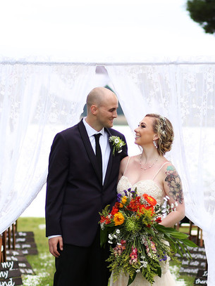 Real Wedding: Waterfront-Magic with Vintage Inspiration
