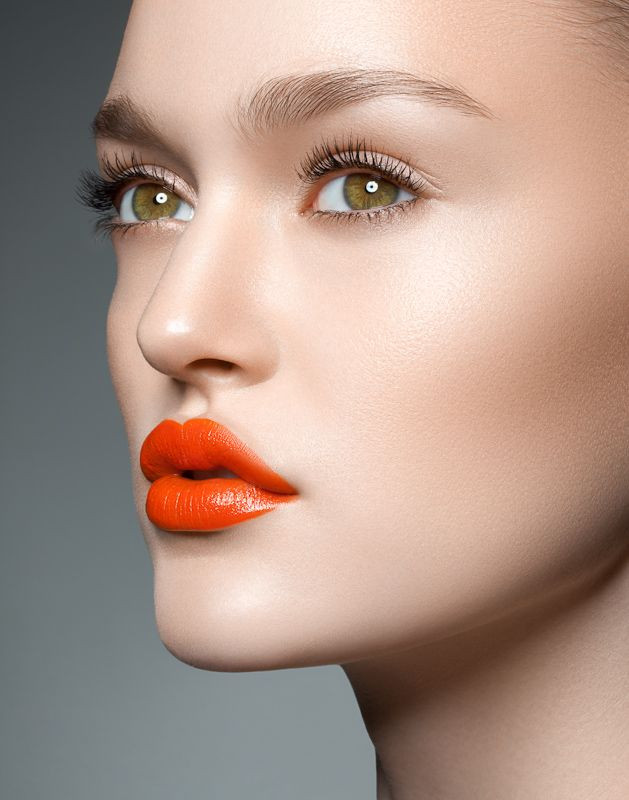 Pop of Lip Color to Highlight Your Eyes | Image via Pinterest