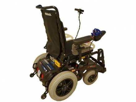 Intel e Hoobox desenvolvem cadeira de rodas que se movimenta com ajuda de IA