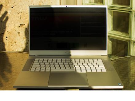 O Razer Blade me ajudou a abandonar meu MacBook - mas eu comprei um desktop