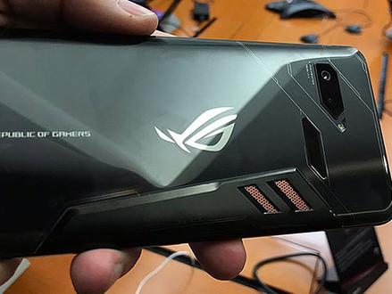 ROG Phone é o smartphone gamer com RGB, overclock e conexão para segunda tela