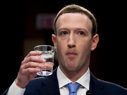 """Zuckerberg diz que Facebook está passando por """"mudança filosófica"""""""