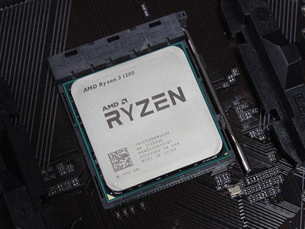 Usuário relata que seu AMD Ryzen 3 1200 veio com 8 núcleos ativados, o dobro do anunciado