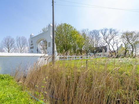 Établissement éphémère à la ferme historique Spermaliehoeve, au cœur des polders