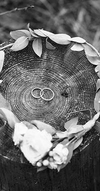 Alliances et couronne de mariée