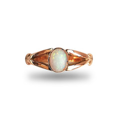 9ct Gold and Opal ring