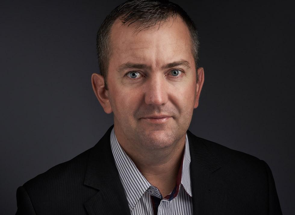 homem Retrato empresarial headshot fotografia corporativa toledo paraná