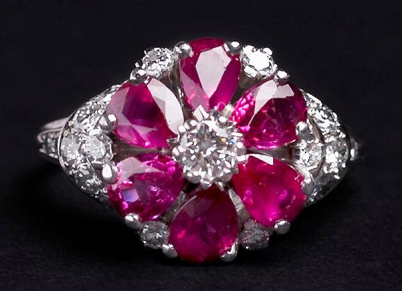 Bague fleur luxuriante or blanc diamants et rubis face