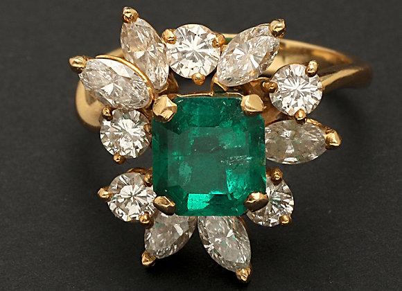 """Bague en or jaune, diamants et émeraude """"La Magistrale"""""""