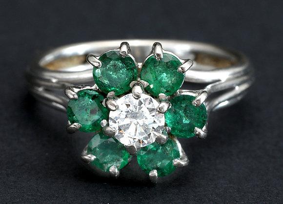 """Bague marguerite platine diamant et émeraudes : """"Eclosion délicate"""""""
