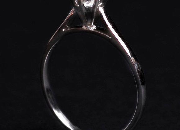 Bague solitaire l'ingénue or blanc et diamant debout