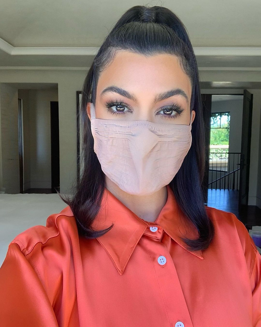 kourtney kardashian wearing mask
