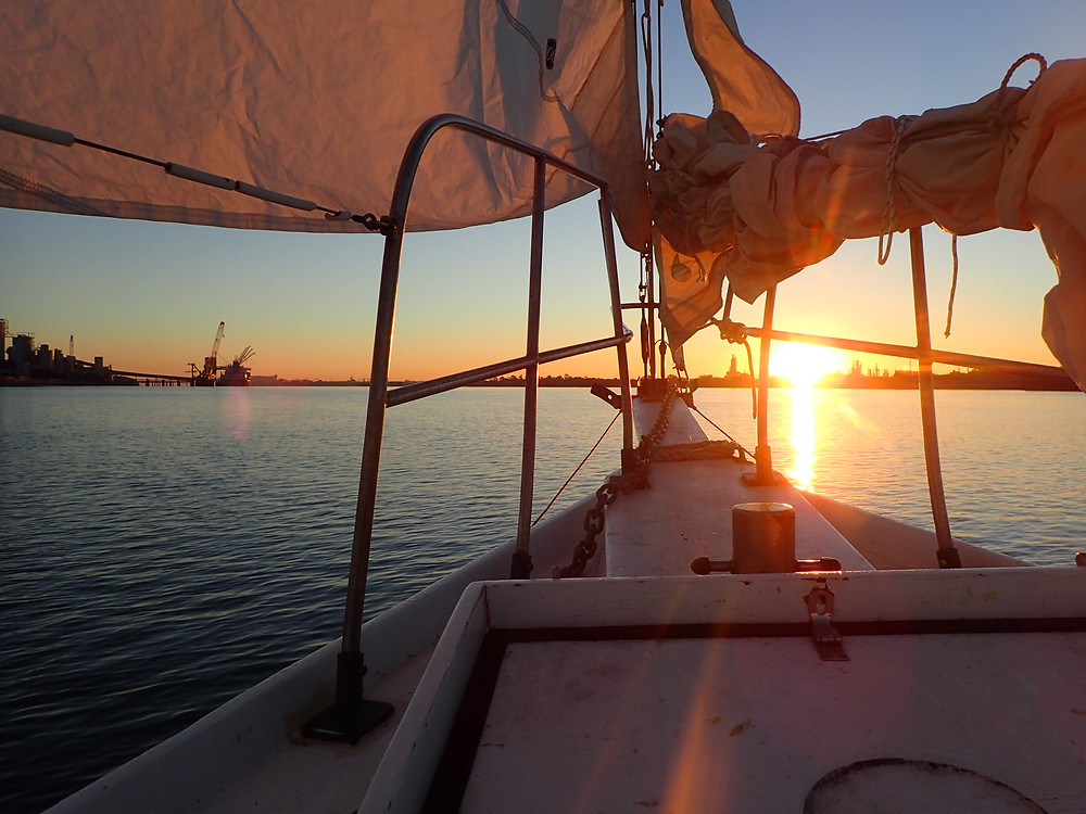 Sailing to the Sandhills in Moreton Bay on Clipper