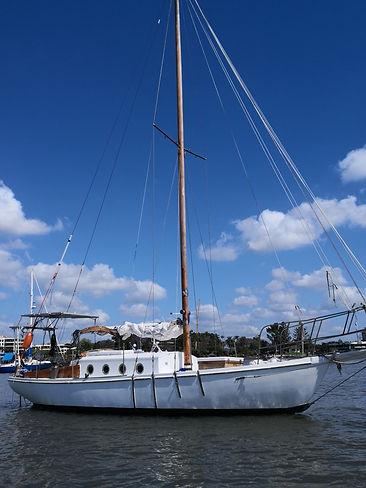 Liveaboard electric vessel