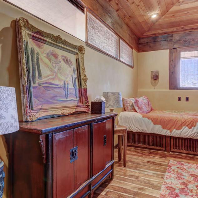 upstairs-bedroom-5-suite-second-bedroom-