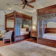 bedroom-3-dragon-room-with-2-oriental-sl