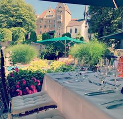 Springbrunnenterrasse Kaffetrinken Hochzeit Schloss Egg