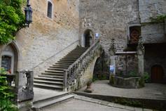 Marienbrunnen mit steinerner Treppe