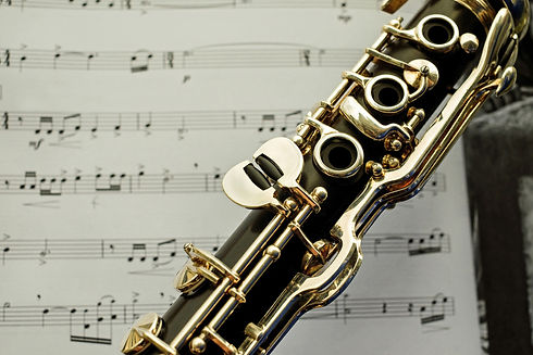 canva-clarinet-with-music-note-backgroun