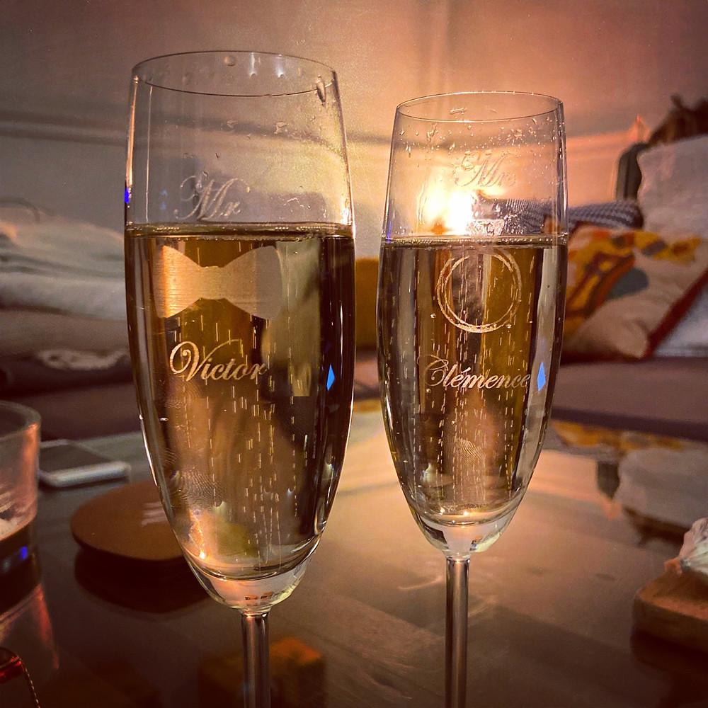 On est de mariage ce week-end.... Alors santé personnalisée à tous Champagne 🥂 🍾   #personnalisation #gravure #champagne #gravuresurverre #artdelatable #evenementiel #evenement #fete #verre #humbertgravure #humbertprecision