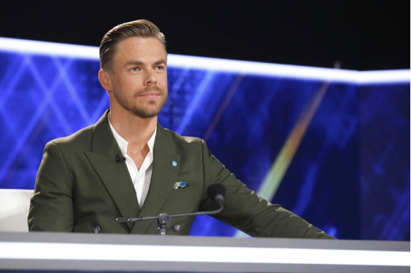 Derek hough judging world of dance
