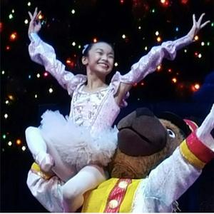 Kayla-Mak-Christmas-Spectacular