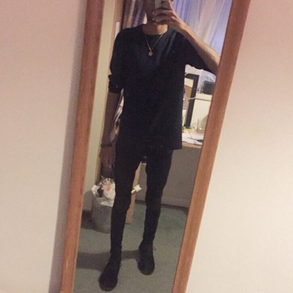 The top in question. Damn i thought those jeans were skinny? They're nothing compared to the literal tights i basically wear now