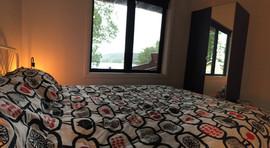 chambre sous-sol vue lac.JPG