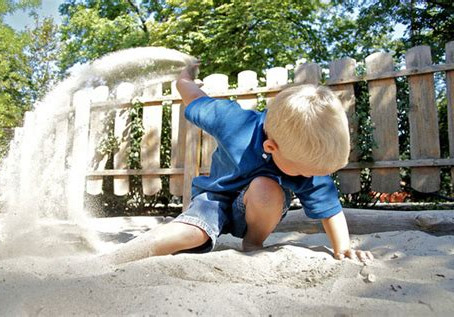 Niet met zand gooien!