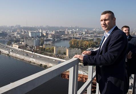 У Києві на будівництві Подільського мосту завищували вартість робіт та викрадали гроші