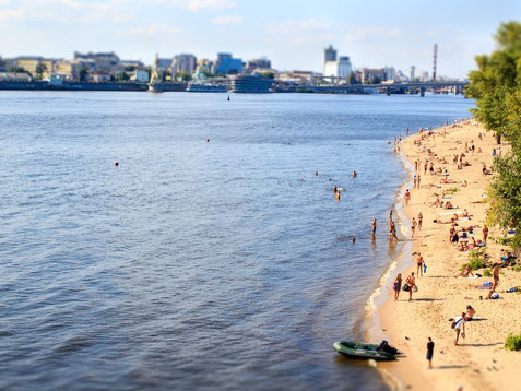 У Києві пляж на Трухановому острові реконструюватиме фірма, яка фігурує у кримінальних провадження