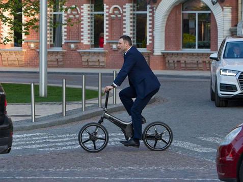 На набережній Дніпра збудують велодоріжку за ціною шестиполосної магістралі