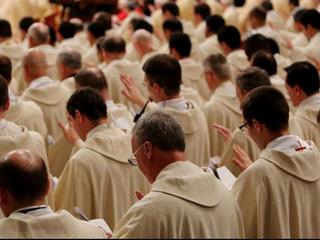 Arzobispo de Singapur recuerda a los fieles el deber de orar por los sacerdotes.