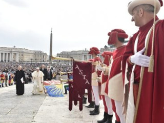 Segunda catequesis sobre el Bautismo del Santo Padre