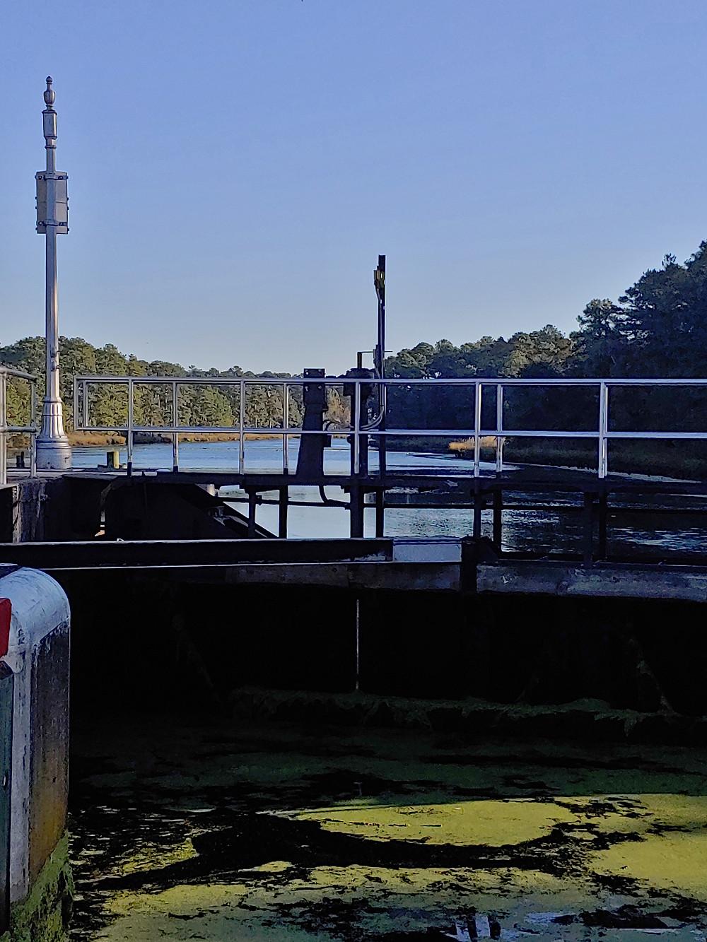 lock, gate, dismal swamp canal, deep creek lock