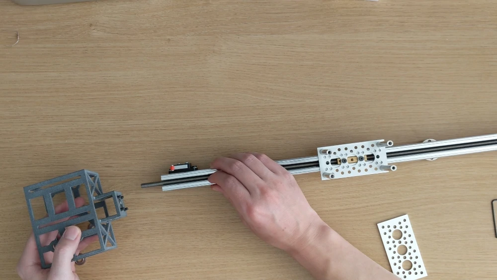 securing 3D printed part to an extruded rail and lead screw