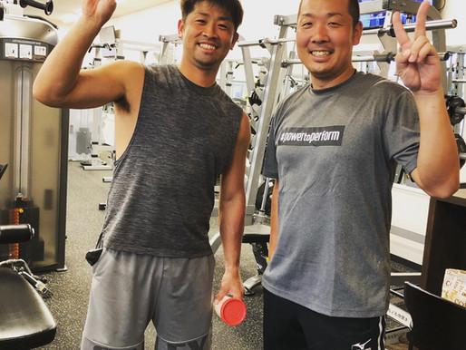 千葉ロッテ・清田育宏選手、プロゴルファー・芳賀洋平選手が自主トレ!