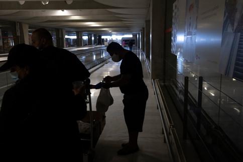 Finalement, le jeudi 19 mars - et avec un sacré retard à l'allumage -, le ministre du Logement Julien Denormandie a annoncé vouloir réquisitionner des hôtels et des gymnases pour loger les sans-abris. Des centres de desserrement doivent aussi voir le jour pour traiter ceux qui présentent des symptômes du Covid-19. Au total, la préfecture de Paris a annoncé l'ouverture de 200 places en centre de desserrement dans la capitale.