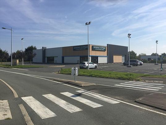 Embellisement des façades, bâtiment commercial, Chemillé Melay, Mogan Foulonneau