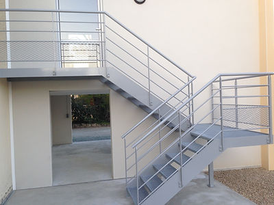 Escalier extérieur métallique