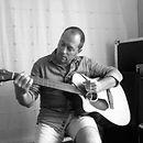 Tom-LU-(chant-&-guitare).jpg