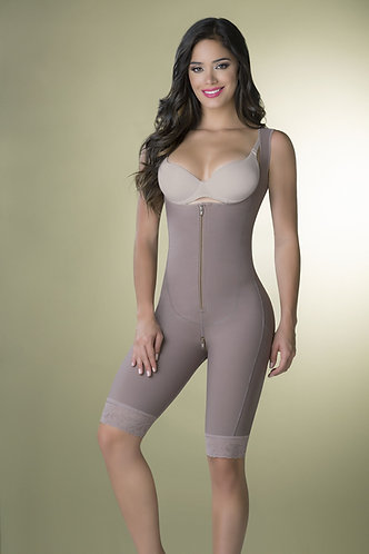 3082 - Knee height girdle in powernet zipper in crotch